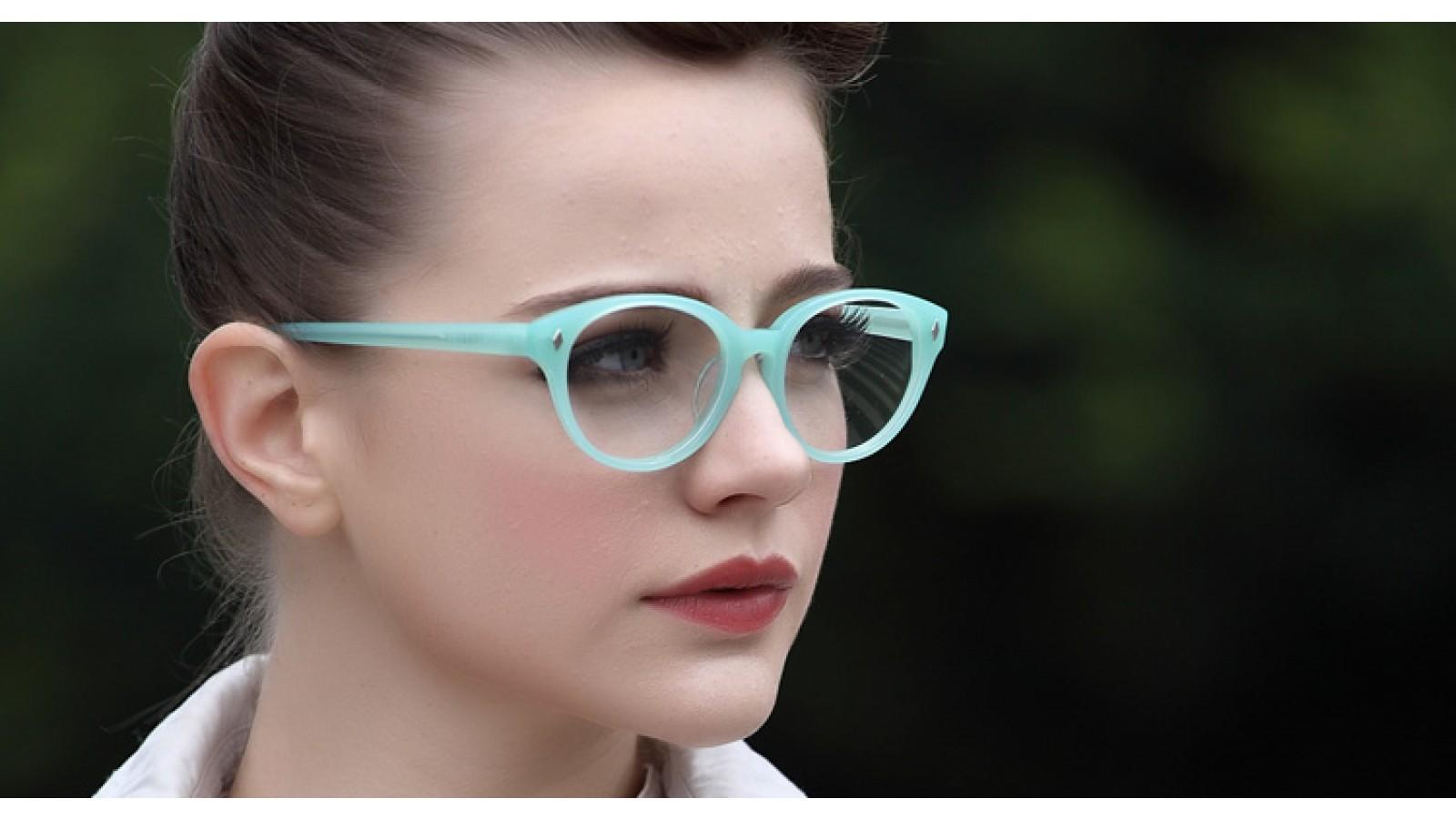 Mitgrüne Vollrandbrille im Nerdlook