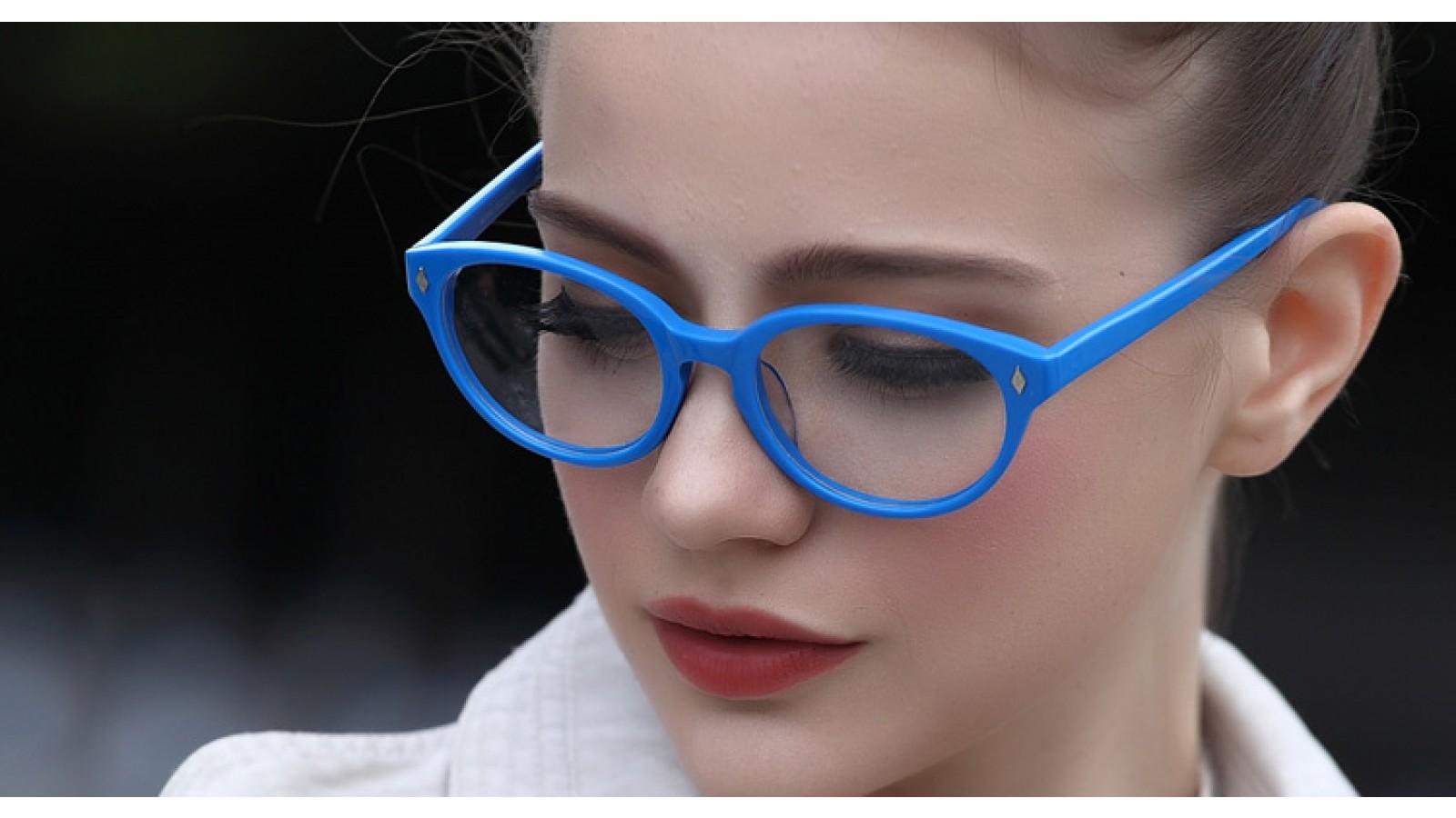 Blaue Vollrandbrille im Nerdlook